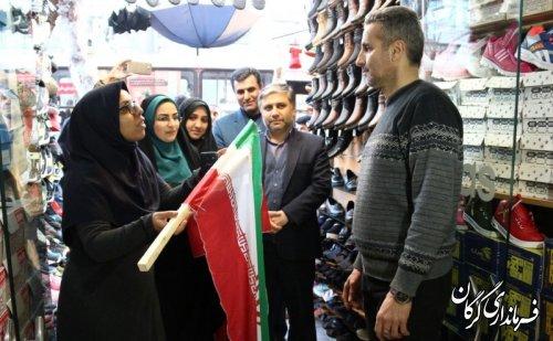 نصب پرچم جمهوریاسلامیایران بر سر درب مغازههای شهر گرگان
