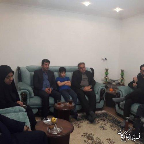 """دیدار و دلجویی فرماندار شهرستان گرگان با خانواده عزیز سفرکرده """"احمد عبدالحسینی"""""""