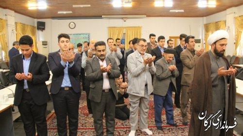 اقامه نماز ظهر و عصر با حضور دانش آموزان دبیرستان شاهد پسران در فرمانداری گرگان برگزار شد